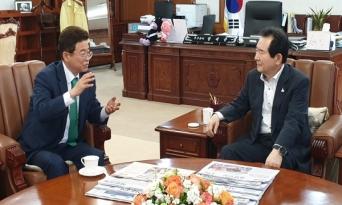 이철우 지사, 총리에게 통합신공항 문제와 영일만대교 건의