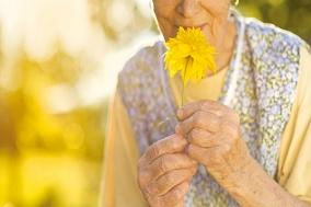 [건강칼럼] 노인에게만 생기는 냄새의 정체!