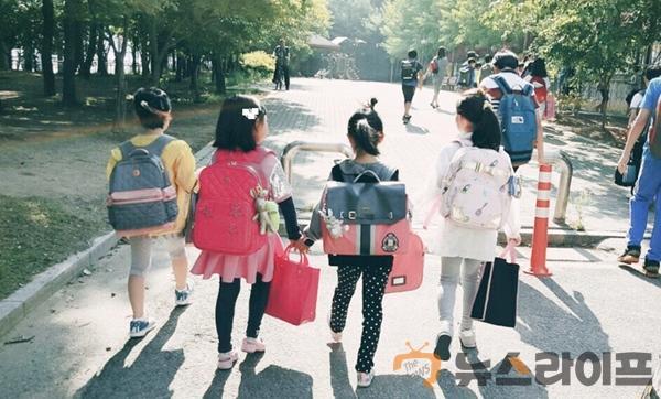 기초수급자녀 초등학교 입학 아동 30명 책가방 구입 비용 지원.jpg