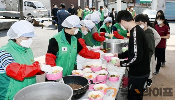달성군새마을회, 보건소에 비빔밥 전달2.jpg