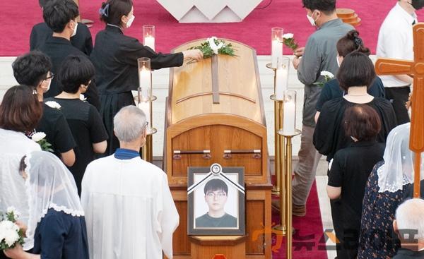 유준범씨 장례식 모습.jpg